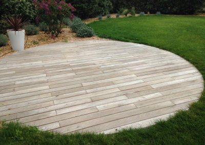 terrasse-bois-ronde-acacia-robinier-couleur-jardin-1