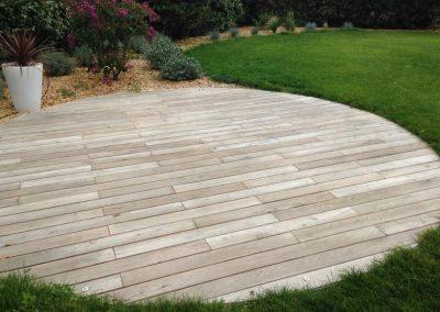 terrasse-bois-ronde-acacia-robinier-couleur-jardin-b