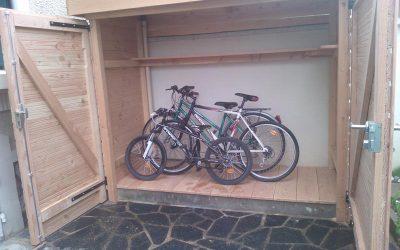 Abri à vélos en bois