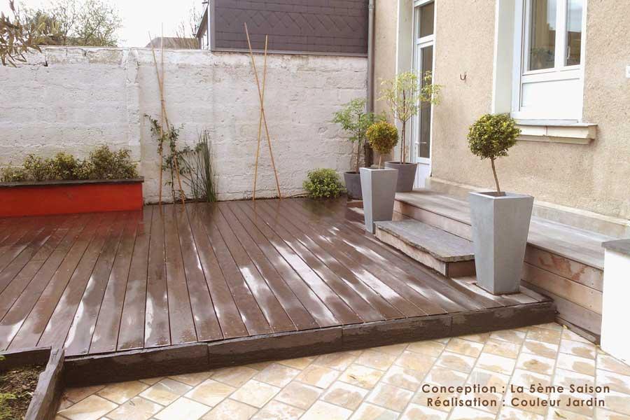 un petit jardin en ville couleur jardin. Black Bedroom Furniture Sets. Home Design Ideas