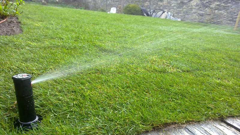 Arrosage et r cup ration d 39 eau couleur jardin for Asperseur jardin