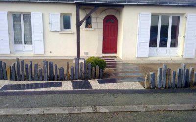 Paysagiste angers couleur jardin 49 terrassement for Piquets d ardoise