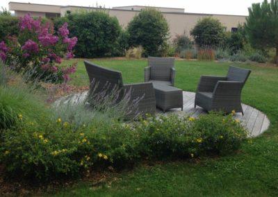 terrasse-bois-ronde-acacia-robinier-couleur-jardin-3